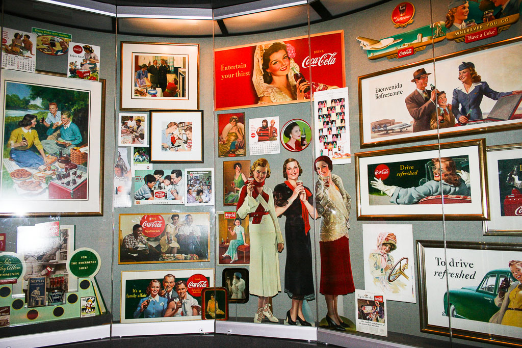Werbeschilder in der Coca Cola World Atlanta