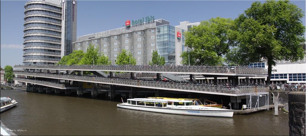 Fahrrad Parkhaus bei Amsterdam Centraal