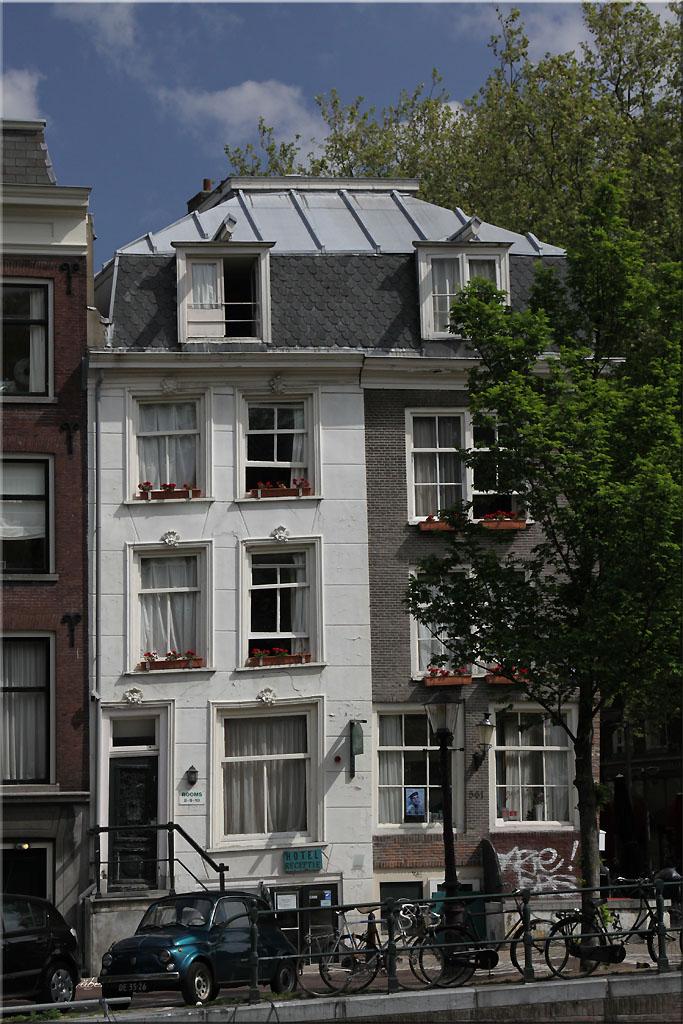 besonders schiefes Haus in Amsterdam