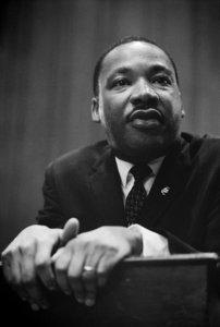 Dr. Martin Luther King bei einer Pressekonferenz 1964
